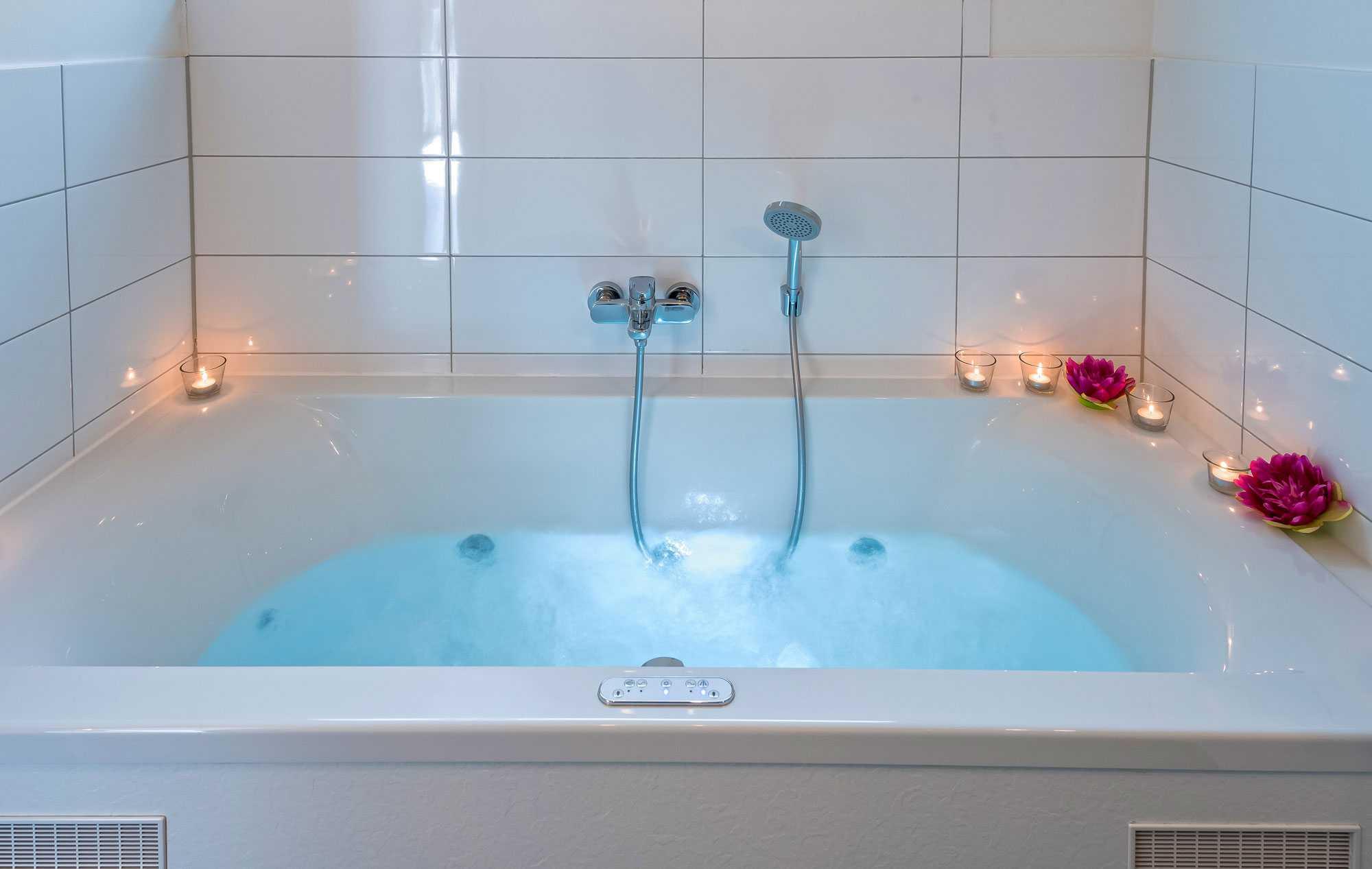 Badezimmer Whirlpool Nett : Luxus ferienhaus schwarzwald ferienwohnung mit kamin & sauna