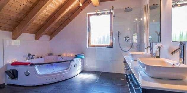 Luxus Badezimmer Mit Whirlpool - Wohndesign -